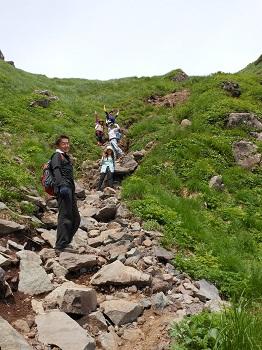 24 男岳の急斜面でまたまたポーズ