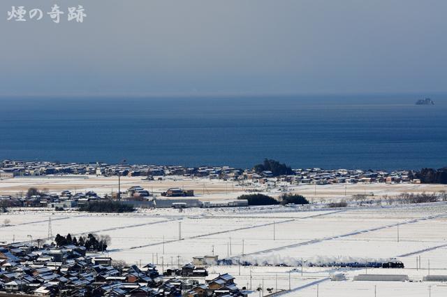 琵琶湖を横目に