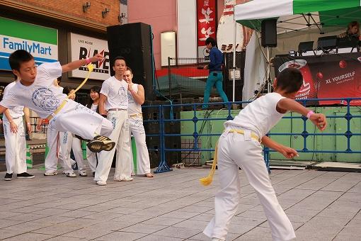 飛び蹴り歌舞伎町