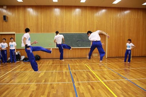 青山中学校の小体育館でリハーサル