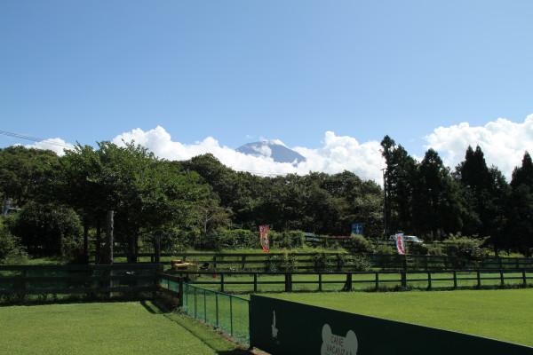 富士山も少し顔を出す