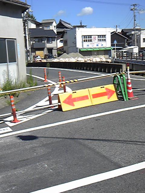 旧水門前の橋。まもなく取り壊されます