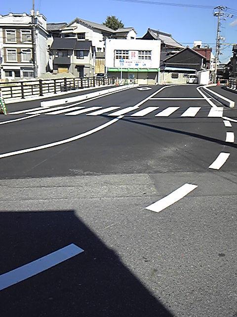 新しい道路。広くなり対面通行になりました