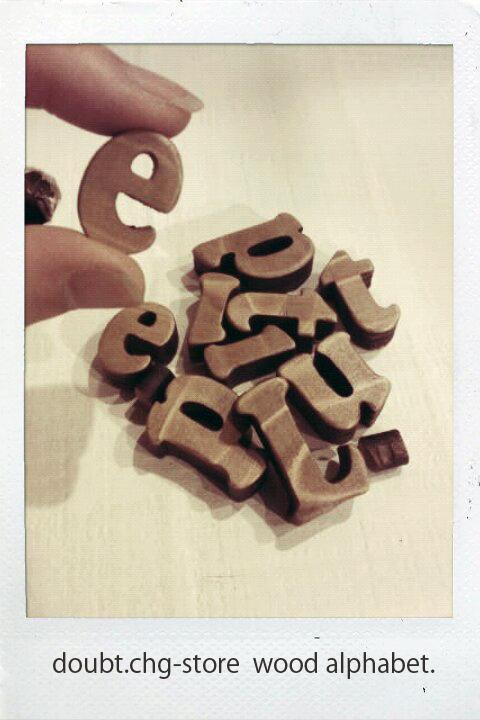 チョコビスみたいなウッドアルファベット