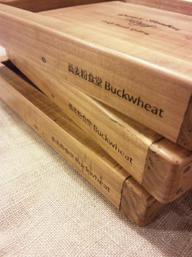 店舗用に制作した木製スイーツトレー