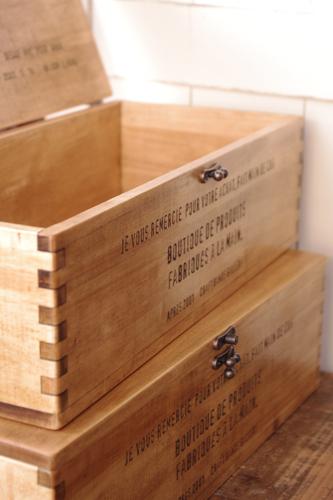 ナチュラルテイストの木製収納ボックス