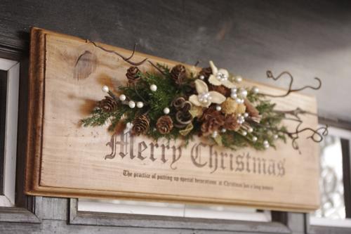 北欧風アレンジの木製クリスマスプレート