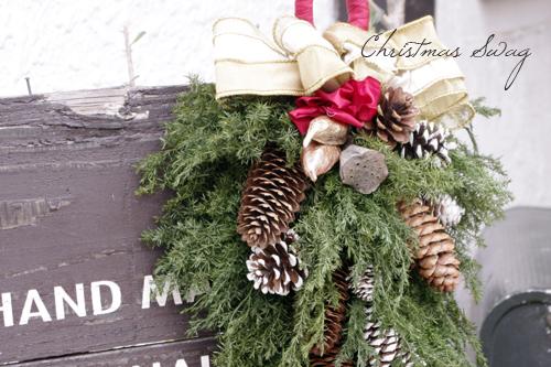 木の実をアレンジしたクリスマススワッグ