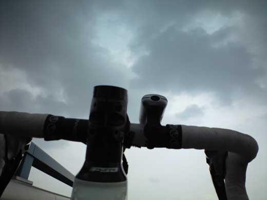 20120624曇り空だよDEFY