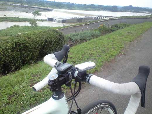 相模川沿いでDEFY