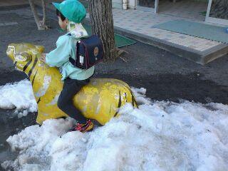 雪遊びも 終わり〜。