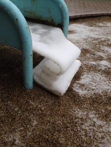 折りたたまれた雪