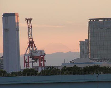 キリンと富士山