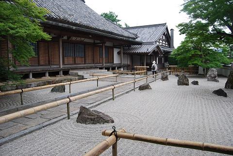 新護寺の石庭は