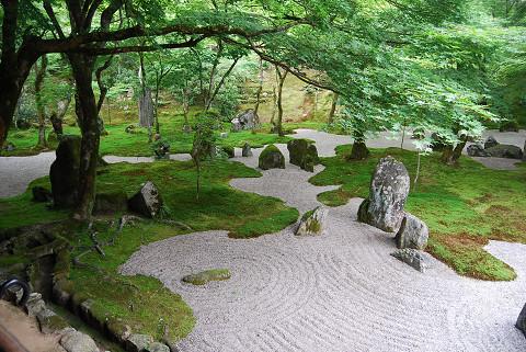 新護寺の石庭1
