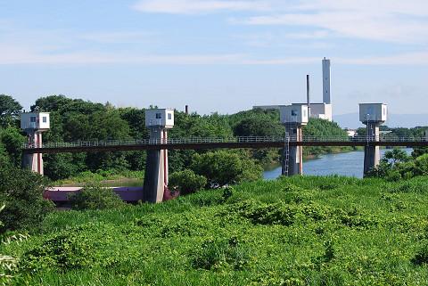 菅生川流入口の堰