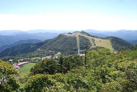 茶臼山から萩太郎山を