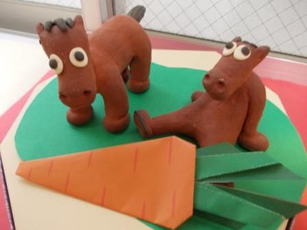 馬の置物+にんじん