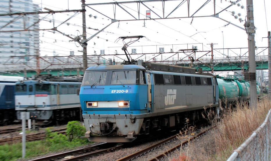 12-04-27-EF200-9.jpg