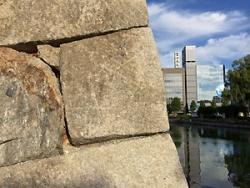 五芒星の書かれた石垣。