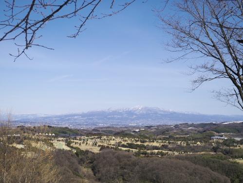 山頂から赤城山を望む