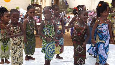 子ども達によるダンス