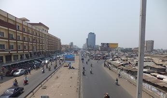 ダントッパ市場の前の道路