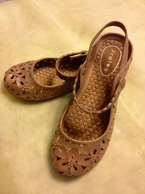 縮小版ベージュ靴