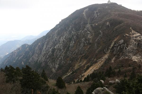 国見岳中腹より藤内壁を望む