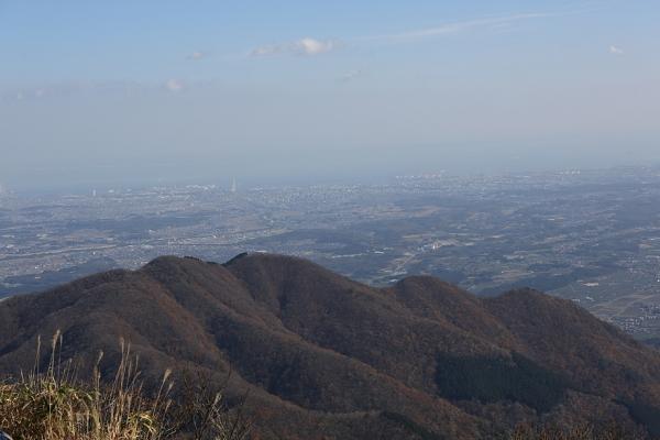 鎌ヶ岳より雲母越しに四日市の平野部を望む