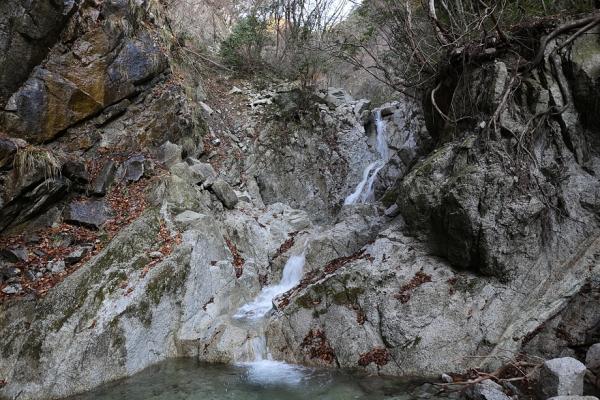 庵座谷 途中のプチ滝