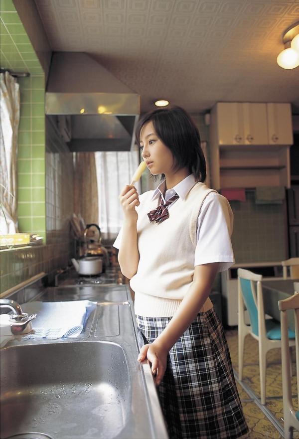 女優 掘北真希 既に映画TVで大活躍。18歳頃のグラビア画像50枚 アイコラ ヌード おっぱい お尻 エロ画像020a.jpg
