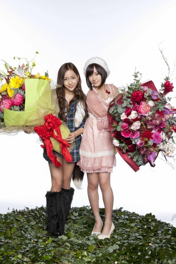 AKB48 板野友美×前田敦子 AKB48時代の水着SEXY画像など65枚 アイコラ ヌード おっぱい お尻 エロ画像b038a.jpg