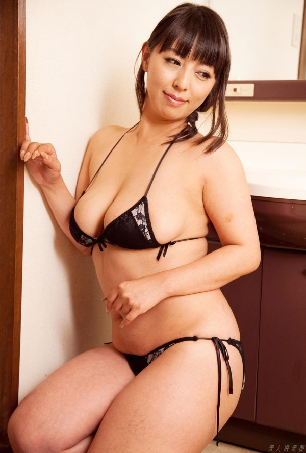 村上涼子 巨尻でむっちりな熟女のエロ画像100枚の1