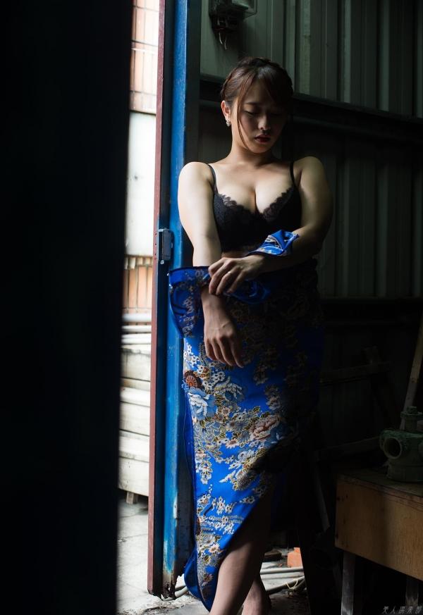 白石茉莉奈 チャイナドレスの人妻エロ画像75枚の07枚目