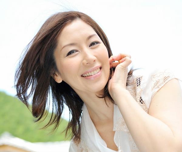 翔田千里 アラフィフ美熟女のセクシー画像90枚の1
