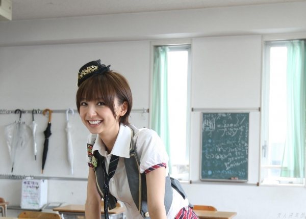 AKB48 篠田麻里子 上からマリコ麻里子様の高画質グラビア画像135枚 アイコラ ヌード おっぱい お尻 エロ画像004a.jpg