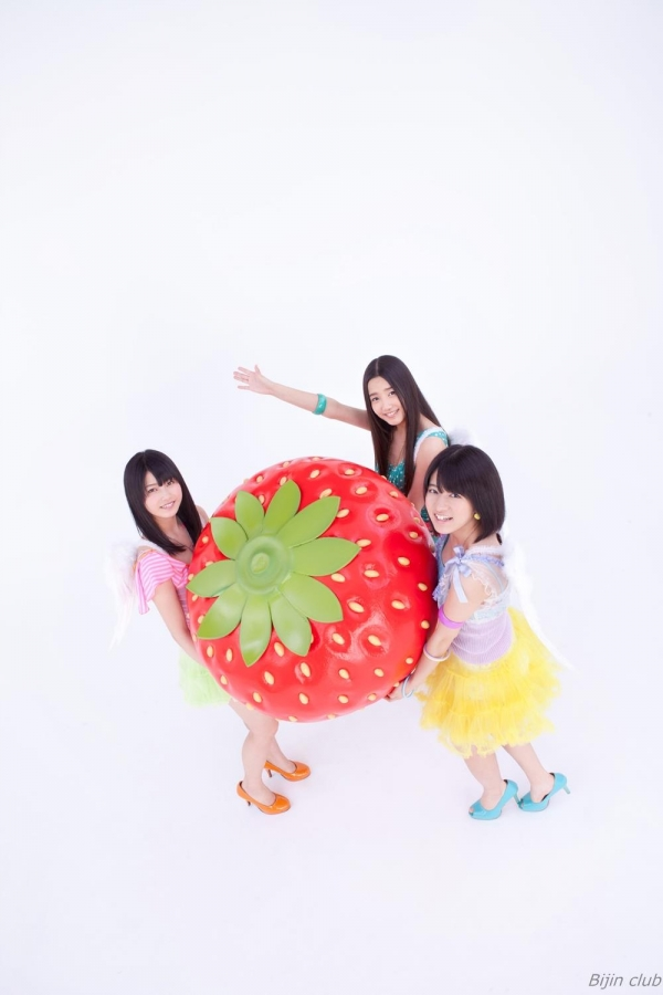 アイドル AKB48 横山由依 皆と一緒の高画質な水着画像など65枚 アイコラ ヌード おっぱい お尻 エロ画像a014a.jpg