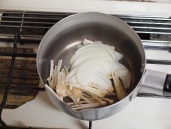エノキと玉ねぎのさっと味噌汁02