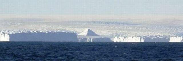 南極で発見された古代のピラミッド