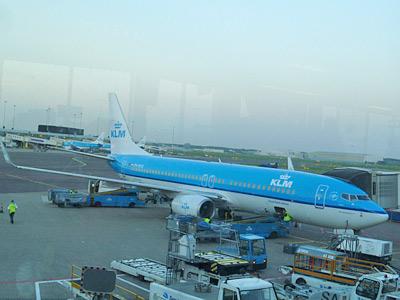 アムステルダムからマドリッドへ向かうオランダ航空の飛行機