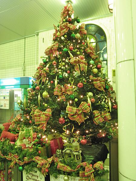 20141205石川町駅クリスマスツリー