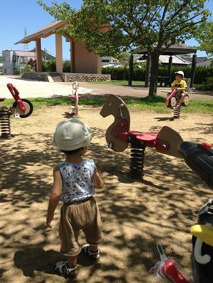 公園は暑いな~