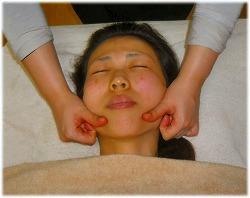 顔筋肉トレーニングリフトアップ