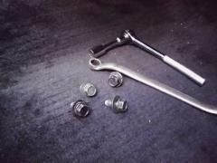座席ボルトと工具