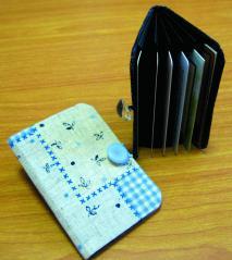 2つ折りカードケース