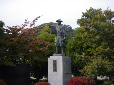 岡登景能公銅像