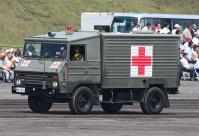 野戦において負傷者を搬送。