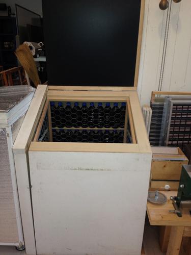 電気を使わない保冷庫