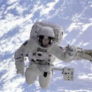 astronaut-11050_640-300x300.jpg